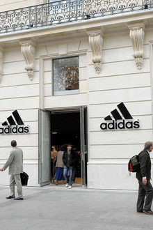 Adidas ave Champs Elysees