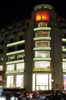 Louis Vuitton ave Champs Elysees