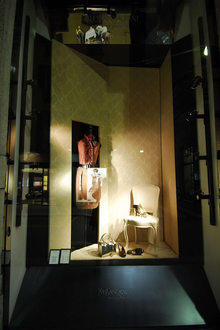 Yves Saint Laurent v Montenapoleone