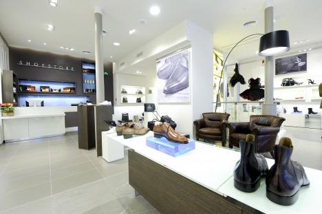 closest coach outlet store  shoestore bld st germain