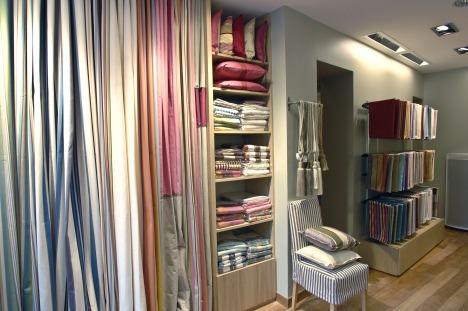 toiles de mayenne r caulaincourt points de vente 4204 france. Black Bedroom Furniture Sets. Home Design Ideas