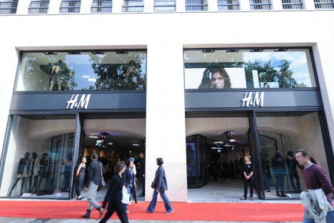 H M Av Champs Elysees