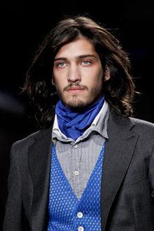 Описание: Как завязывать мужской шейный платок.